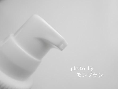 泡立つホワイトパックのポンプ部分