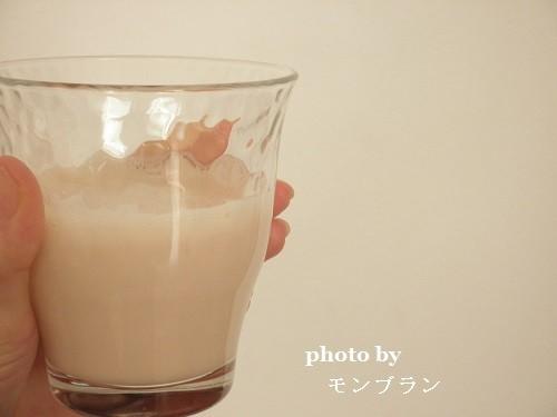 ほんのりピンク色の毎日たんぱくいちごミルク味