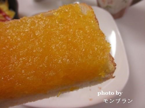 自家製マーマレードをたっぷり塗った食パン