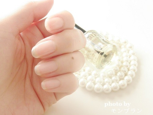 アンドネイルオーガニックブレンドオイルを塗った後のきれいな指先と爪