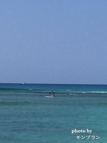 ハワイでサーフィンをする長男