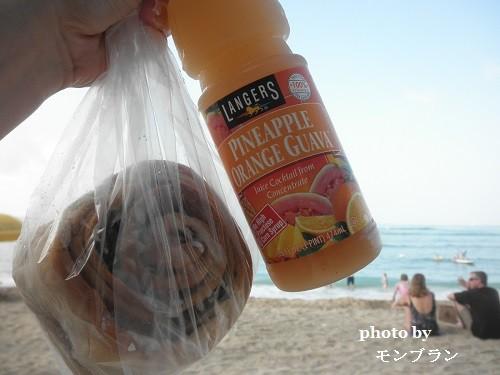 ワイキキビーチでの朝食シナボン