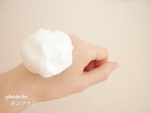 手に置いても落ちない酵素洗顔料ナールスフォームの泡