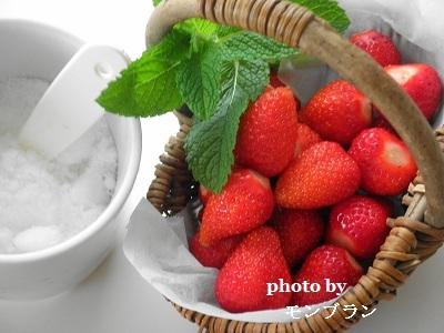 自家製冷凍いちごの材料のいちごと砂糖