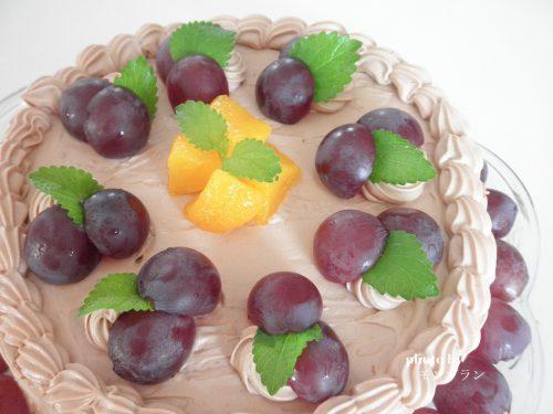ぶどうとチョコクリームの誕生日ケーキ