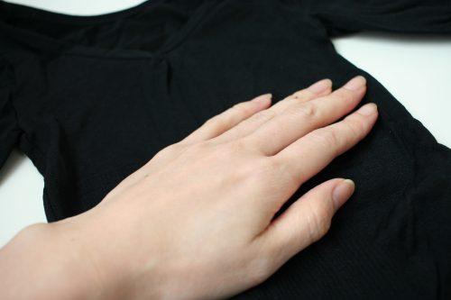 手のひらサイズの肉体改造加圧シャツ金剛筋シャツ