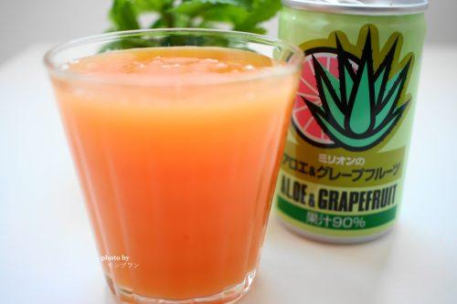 オレンジ色でとろりとした濃厚なアロエ&グレープフルーツジュース