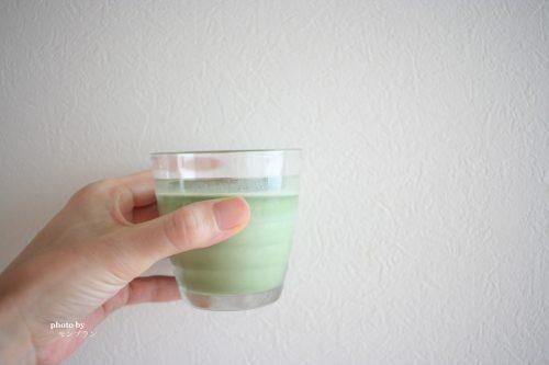牛乳で作った藍の青汁