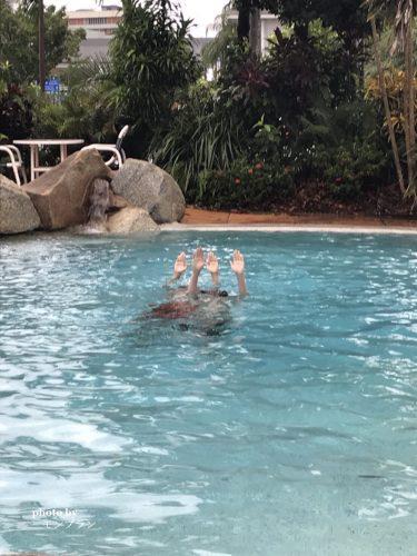 ケアンズ旅行記ホテルのプール