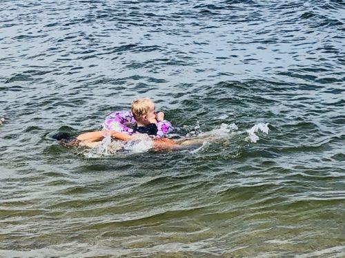海水浴をする甥っ子たち