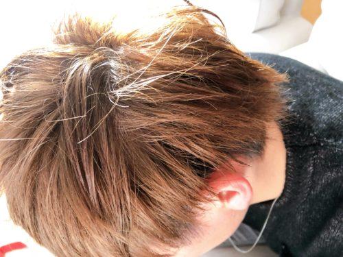 卒業式翌日に髪を染めた次男